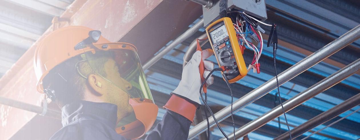 Multimètres numériques Fluke Travaillez de façon plus sûre et intelligente.
